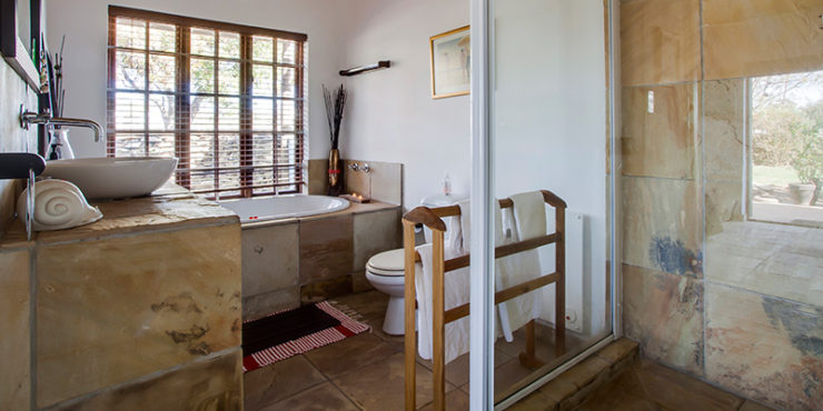 03. YellowStone Cottages Interior Bathroom McGregor Yellowstone Cottages 083