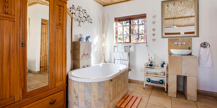 2. Honeymoon bathroom Photography McGregor Yellowstone Cottages 143